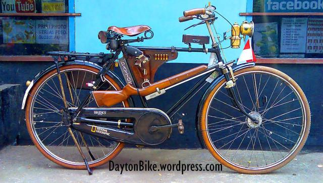 Dayton Bicycle bike old onthel oude fiets wit rifle