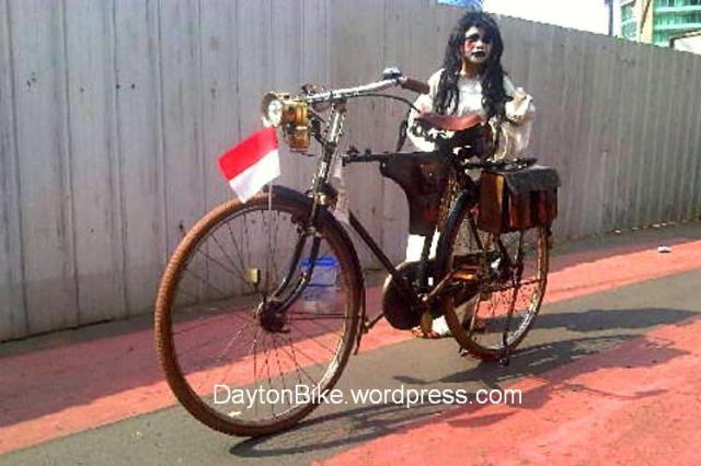 Sepeda onthel kuntilanak hantu CFD Agustus 16, 2015 02