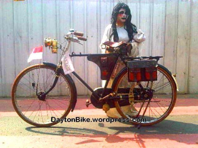 sepeda onthel kuntilanak Agustus 16, 2015