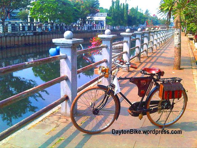 Dayton bike bicycle sepeda onthel kota tua dekat Jembatan Kota Intan 02