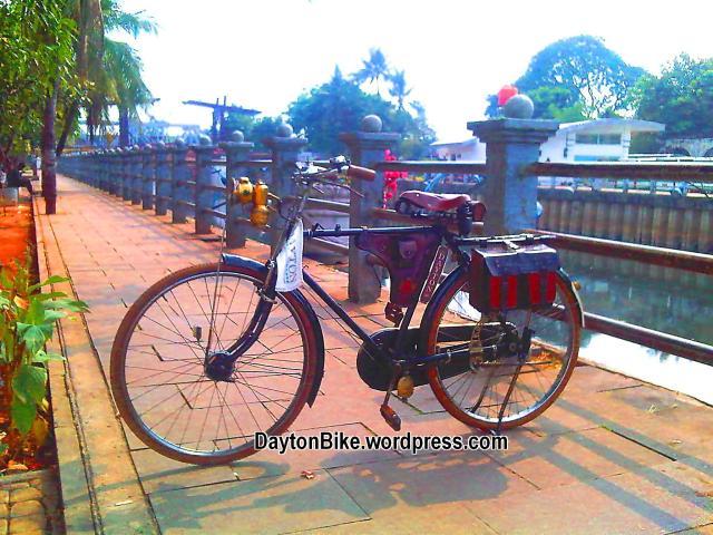 Dayton bike bicycle sepeda onthel kota tua dekat Jembatan Kota Intan